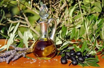 olive-oil-1596417_1920-min